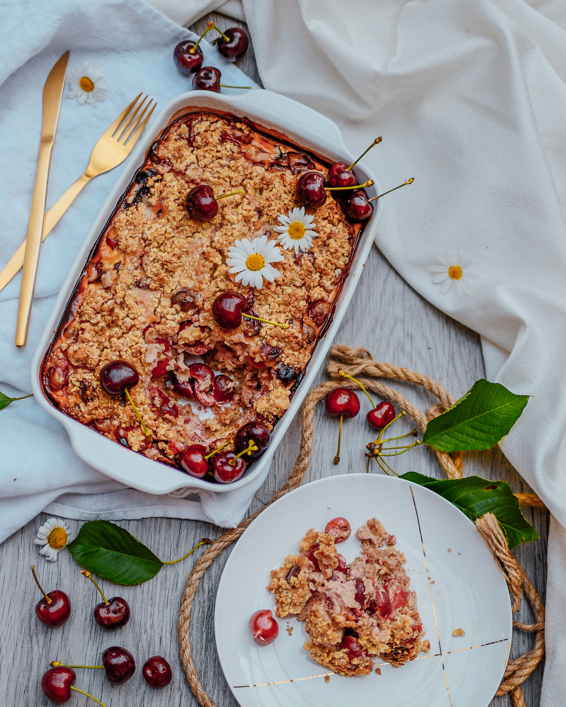 Healthy crumble with cherries