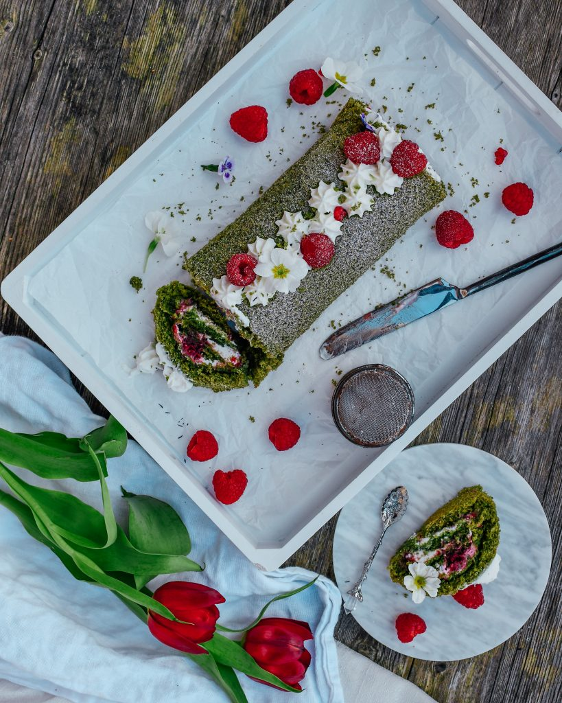 Matcha Biskuitroulade . - backen mit Superfood