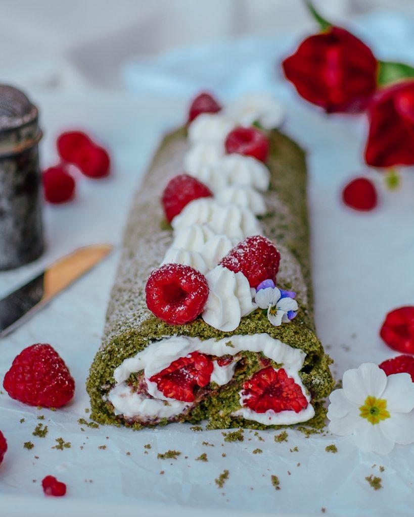 Gesundes Dessert mit Matcha und Spirulina
