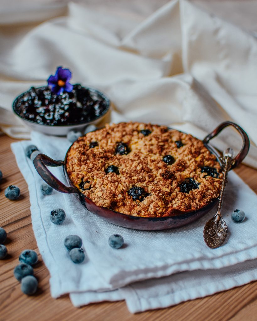 Healthy crumble with blueberries