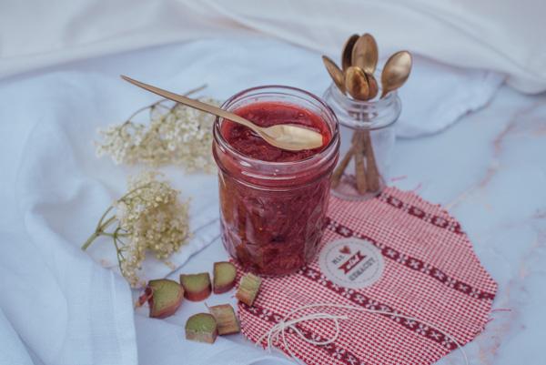 Erdbeer-Rhabarber Marmelade mit Hollunder und ohne Zucker