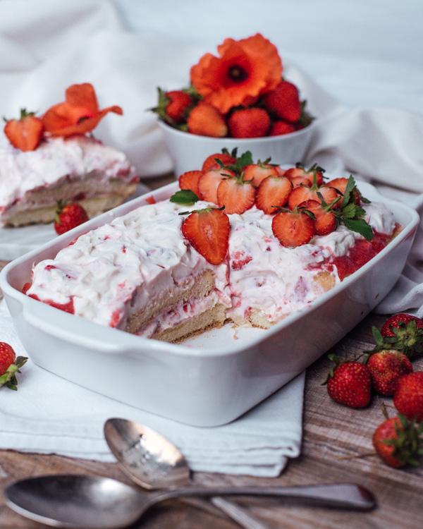 Erdbeer-Tiramisu ohne Zucker in Auflaufform