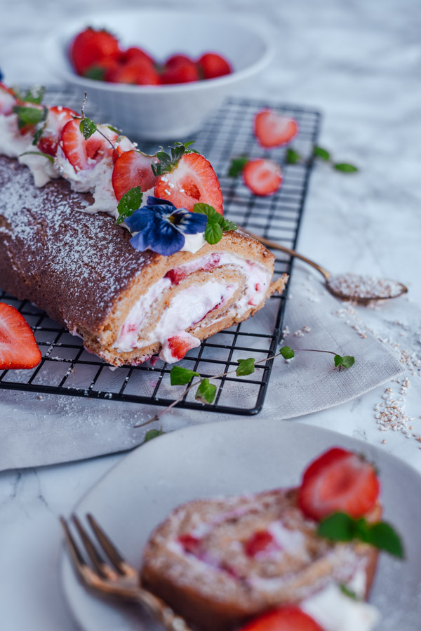 Erdbeerroulade gesund und ohne Zucker-4