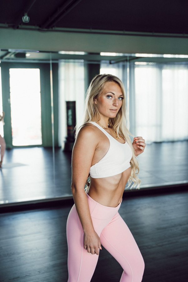 Fabletics Sportbekleidung Leggings Dehnungsübungen