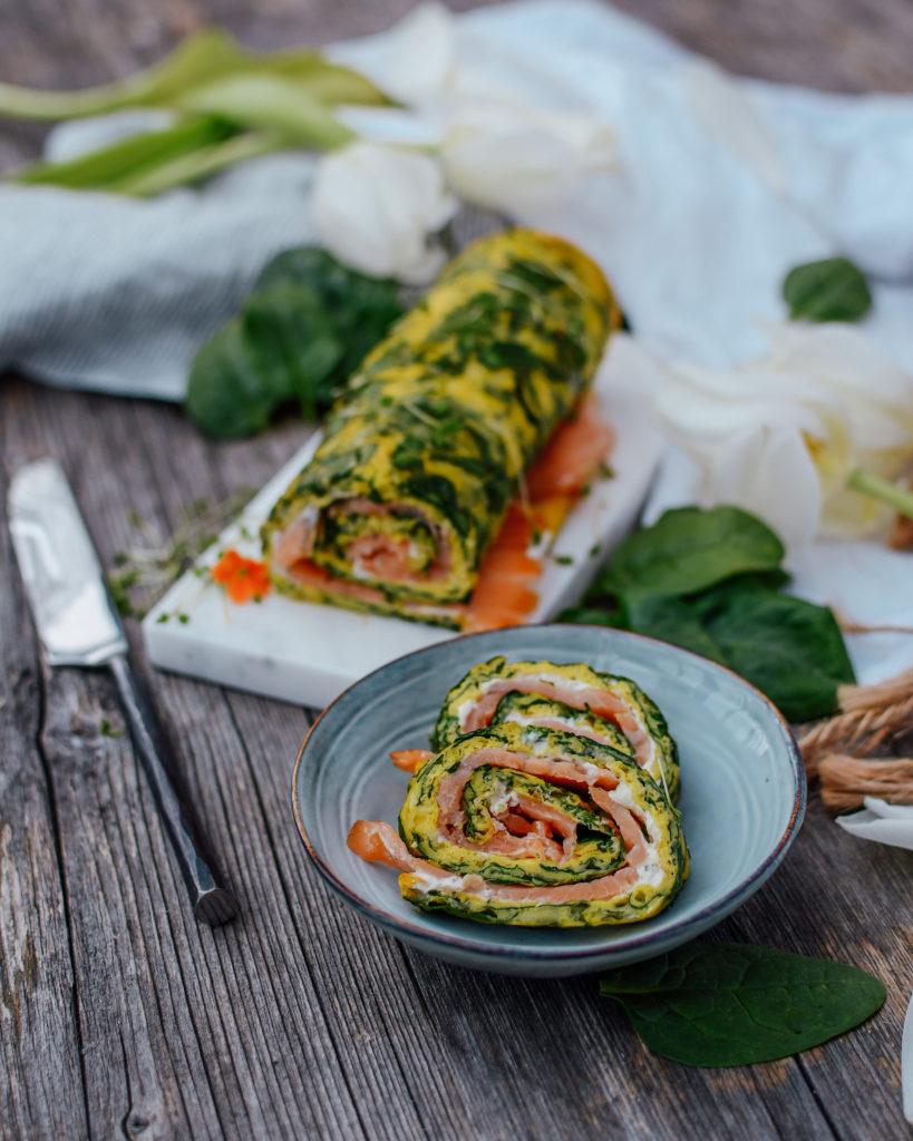 Keto Lachsrolle mit Spinat und Frischkäse