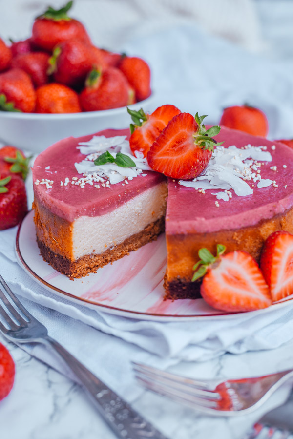 Keto Cheesecake mit Erdbeerspiegel-13