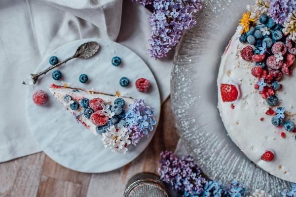Protein Joghurt Torte zum Muttertag mit Beeren