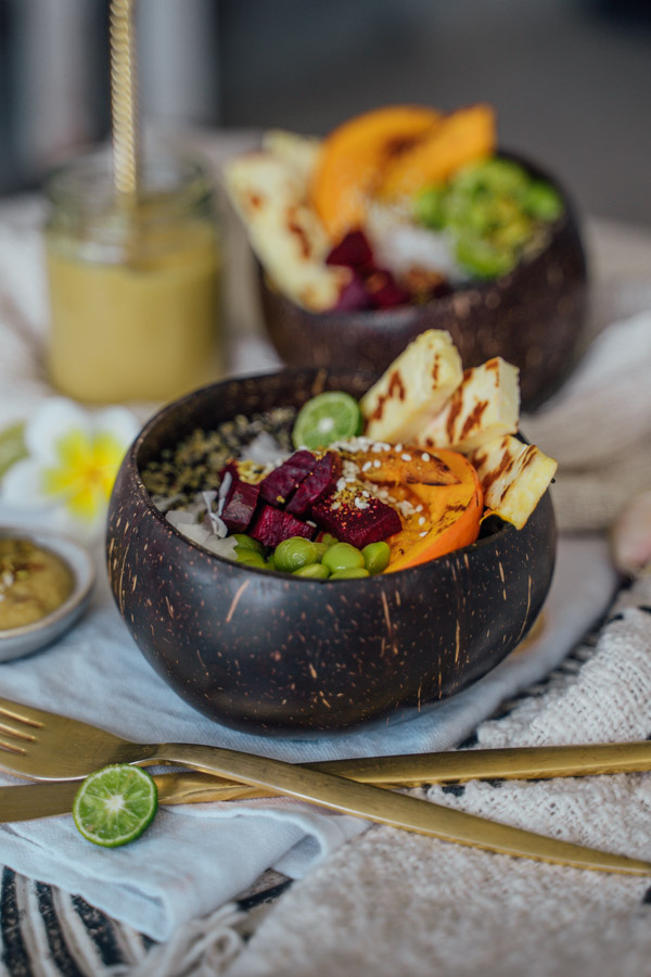 Quinoa Bowl mit Halloumi und Kürbis