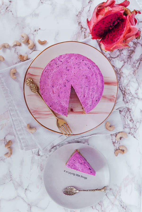 Raw vegan cheesecake with cashew and pink pitaya-2
