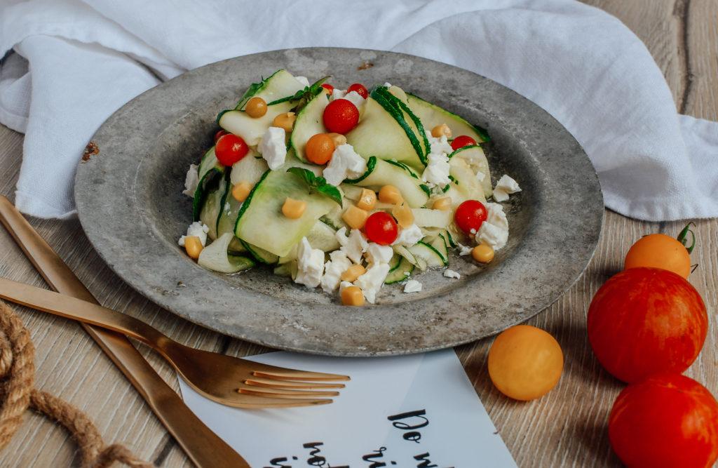 Zucchininudeln mit Ziegenkäse