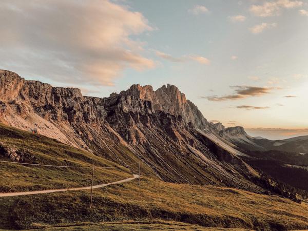 mehrtägige Hüttenwanderung in Südtirol Villnößtal, Sonnenuntergang Geislerspitzen